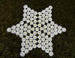 Horgolt csipke kézimunka lakástextil dekoráció kis méretű terítő 45 x 40 cm hatágú csillag színes