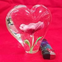 Szív Alakú Rózsás Levélnehezék Üvegdísz. 10,5 x 5,5 cm