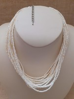 Szép állapotú többsoros üveg gyöngy nyaklánc biztonságos kapcsolóval