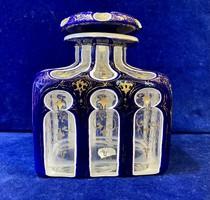 Parfümtartó üveg