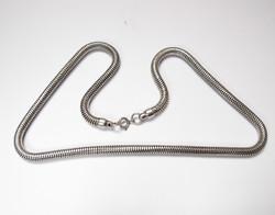 Flexibilis ezüst nyaklánc.