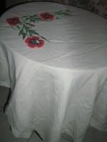Gyönyörű vintage pipacsos keresztszemekkel hímzett szőttes terítő