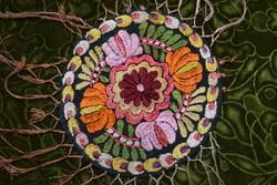 Hímzett mezőkövesdi matyó mintás díszterítő , terítő , asztalközép 20 cm +rojt