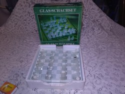 Üveg sakk készlet dobozában
