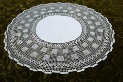Régi horgolt kézimunka mintás terítő csipke szegély dísz lakástextil dekoráció asztal közép 42 cm