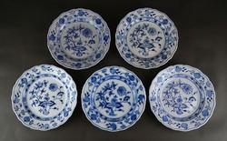 1E074 Antik öt darab Meisseni hagymamintás kék fehér porcelán lapostányér 25 cm