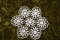 Horgolt csipke terítő kézimunka lakástextil dekoráció kis méretű terítő 12,5 x 11,5 cm
