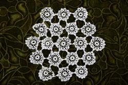 Horgolt csipke terítő kézimunka lakástextil dekoráció kis méretű terítő 22 x 19,5 cm
