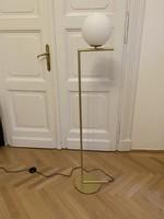 Modern, minimál, dizájn állólámpa, arany, fehér üvegburával, flos IC F1 replika