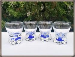 Különleges formájú vastag tömör aljú üveg poharak