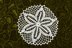 Horgolt csipke terítő kézimunka lakástextil dekoráció kis méretű terítő 15,5 cm