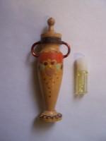Rózsaolaj tartó rózsaolajat tartalmazó üvegfiolával  bolgár, festett fa. Amfóra forma nagyon szép ál