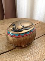 Egyiptomi szkarabeusz bogár díszítésű kézzel festett kerámia doboz