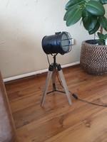 Disájn három lábu állólámpa