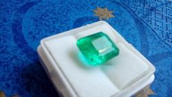 Természetes 8.10 karátos zöld smaragd drágakő tanúsítvánnyal