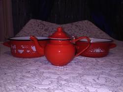 Piros zománcos edények - egy darab kávés kanna, két darab lábas - együtt