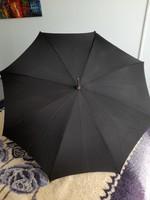 Fekete esernyő