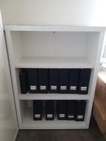 Fehér magasfényű nyitott irodai polcos szekrény