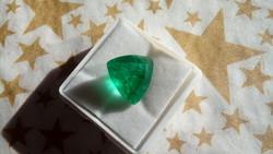 Természetes 7.70 karátos zöld smaragd drágakő tanúsítvánnyal