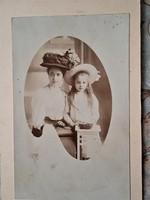 Kabinetfotó, vizitkártya: Anya lánya kontraszt 1870