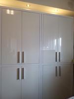 Fehér magasfényű újszerű polcos szekrény 2 db egyben