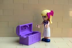 LEGO Friends figura és kincsesláda eredeti szép állapotban