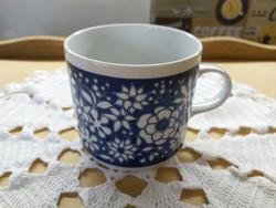 Alföldi kék alapon fehér virág mintás bögre