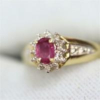 Brillel -rubinnal arany gyűrű .