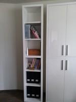 Fehér magasfényű önálló nyitott polcos szekrény