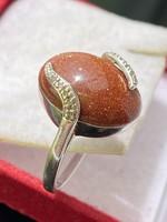Art-deco stílusú ezüst gyűrű gyémánt és napkővel