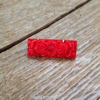 Régi műanyag rózsás bross réz szerelékkel