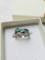 Izraeli gyűrű opálokkal