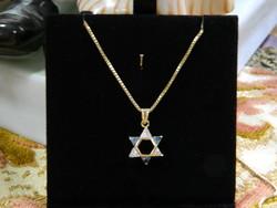 14 karátos arany nyaklánc Dávid csillagos köves medállal