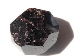 Természetes Almandin gránát mintdarab. Csiszolt, gyűjteményi ásvány. 118 gramm