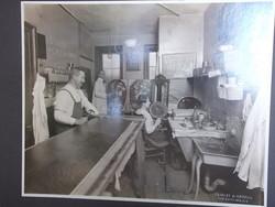 Antik foto Bradley&Merrill Képkeretező műhely sz.fordulón