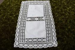 Dísz terítő , asztal közép klöpli csipke szegély tálcakendő 54 x 32 cm