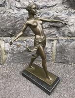 Diana a vadászat Istennője, lándzsával - bronz szobor műalkotás