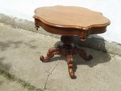 Barokk asztal