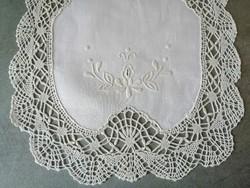 Ovális horgolt csipke terítő 45 x 27 cm