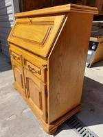 Eladó egy  tölgy SZEKRETER. Bútor szép, HIBÁTLAN  állapotú Méretei: 96 cm x 45 cm és 30 cm mély x 10