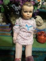 50 cm-es , papírmasé fejű ,régi baba , korához képest kifejezetten szép állapotban , eredeti ruhában