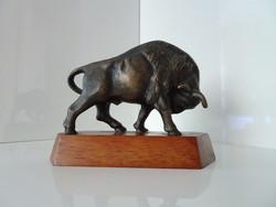 Szép  hibátlan bronz bika szobor.