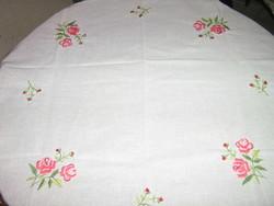 Gyönyörű vintage virágos kézzel hímzett fehér terítő
