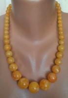 Borostyán hatású sárga színű műanyag nyaklánc