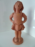 Illár Erzsébet terrakotta kislány szobor.
