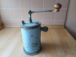 Régi fém hagyományos kávédaráló kávéőrlő daráló