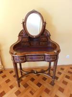 Intarziás rézveretes gyönyörű fésülködő asztal