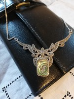 Eladó régi ezüst gyöngyház betétes markazitos nyakék!