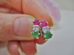 Szép kis jelzett fehér aranyozott fülbevaló valódi rubinnal és kristályokkal