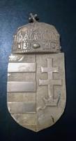 Öntött réz koronás címer